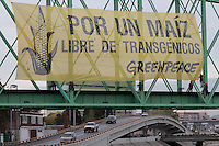 "Eleven activists from Greenpeace Mexico display a giant 234m2 banner on a railway bridge over a main highway entering entrance to Chihuahua City, bearing the message 'For a GE Free Maize"". Greenpeace demand Chihuahua's deputies a moratorium to sowing transgenic maize in Chihuahua state, Mexico. (Photo: Greenpeace / Prometeo Lucero)"