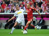 FUSSBALL   1. BUNDESLIGA  SAISON 2011/2012   1. Spieltag FC Bayern Muenchen - Borussia Moenchengladbach           07.08.2011 Filip Daems (li, Borussia Moenchengladbach) gegen Arjen Robben (re, FC Bayern Muenchen)