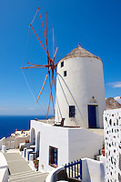 Oia ( Ia ) Santorini - Windmills Greek Cyclades islands - Photos, pictures and images