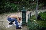 [English]  A young afghan refugee is having a morning wash in the square. It's raining and the temperature is less than 10&deg;C.<br /> Three days after the murder of a refugee, the square just re-opened.<br /> <br /> [Francais] Un jeune afghan vient faire sa toilette du matin dans le parc. Il pleut et la temperature ne d&eacute;passe pas 10&deg;C. Trois jours apr&egrave;s le meurtre d'un exil&eacute; au cours d'une bagarre, le square Villemin vient de rouvrir.