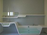 A bathrom designed by www.ustogether.eu unites bath and washbasin