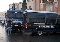 Roma  15 Ottobre 2011.Manifestazione contro la crisi e l'austerità.Scontri tra manifestanti e forze dell'ordine.Manifestante cerca  di fermare i blindati in piazza San Giovannii