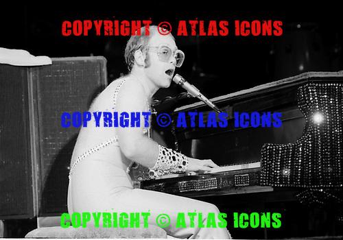 ELTON JOHN, LIVE, 1974, NEIL ZLOZOWER