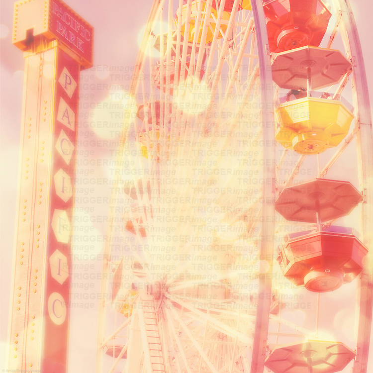 ferris wheel in Santa Monica California in summer