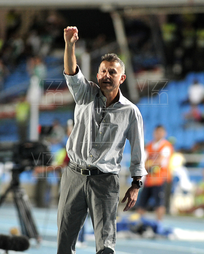 CALI- COLOMBIA -22 -01-2014: Juan C Osorio, tecnico de Atletico Nacional, durante partido de ida por la Super Liga 2014, en el estadio Pascual Guerrero de la ciudad de Cali.  / Juan C Osorio, coach of Atletico Nacional, during the match between Deportivo Cali and Atletico Nacional for the first leg of the Super Liga 2014 at the Pascual Guerrero Stadium in Cali city. Photo: VizzorImage  / Luis Ramirez / Staff.