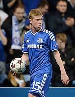FUSSBALL   CHAMPIONS LEAGUE   SAISON 2013/2014   Vorrunde  in London FC Chelsea - FC Schalke     06.11.2013 Kevin De Bruyne (FC Chelsea) mit Ball