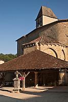 Europe/France/Aquitaine/24/Dordogne/Saint-Jean-de-Côle: Saint-Jean-de-Côle:L' église et la halle du village - - Plus Beaux Villages de France