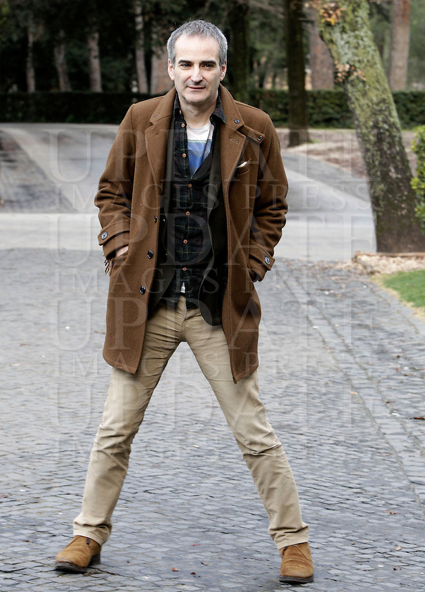 "Il regista francese Olivier Assayas posa durante un photocall per la presentazione del suo nuovo film ""Qualcosa nell'aria"" a Roma, 14 gennaio 2013..French director Olivier Assayas poses during a photocall for the presentation of his new movie ""Apres Mai"" (""Something in the air"") in Rome, 14 January 2013..UPDATE IMAGES PRESS/Riccardo De Luca"