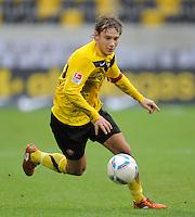 Fussball, 2. Bundesliga, Saison 2011/12, SG Dynamo Dresden - FSV Frankfurt, Sonntag (05.12.11), gluecksgas Stadion, Dresden. Dresdens Robert Koch am Ball.