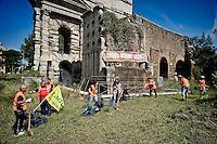 Roma 19 Giugno 2015<br /> Pulizia straordinaria, nell'area archeologica  di Porta Maggiore, del Comitato disoccupati per il Lavoro Minimo Garantito, intervengono nuovamente, perch&egrave;   nessuno ha curato l'area,  dallo scorso intervento dei disoccupati: un anno fa. I disoccupati chiedono al sindaco di Roma Marino di lavorare perch&egrave; il lavoro c'&egrave;.<br /> Rome June 19, 2015<br /> Extra cleaning, in the archaeological area of Porta Maggiore, Committee for the unemployed job guaranteed minimum, intervene again, because no one took care of the area, since last intervention is  of the unemployed: a year ago. The unemployed are asking the mayor of Rome Marino to work because the job there is.