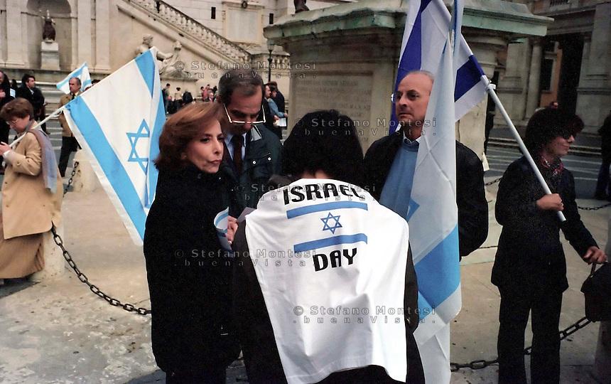 Roma 15 Aprile 2002.Israele Day.Manifestazione per lo stato di Israele in piazza del Campidoglio.