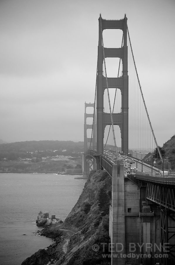 Golden Gate Bridge on an overcast day (black and white)