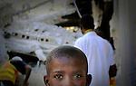 Terremoto en Haiti.  Niños de la escuela de San Gerardo, inaugurada un mes antes del terremoto quedo totalmente destruida, murieron mas de 300 alumnos y profesores, alrededor de cien permanecen bajo los escombros..After quake in Haiti, the population affected suffer the consecuences of the disaster