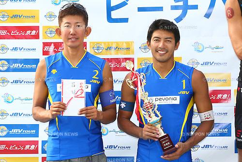 Shinya Hata &amp; Satoshi Watanabe,<br /> SEPTEMBER 21, 2015 - Beach Volleyball : <br /> JBV Tour 2015 Tokyo Open<br /> Men's Award Ceremony<br /> at Odaiba Beach, Tokyo, Japan.<br /> (Photo by Shingo Ito/AFLO SPORT)