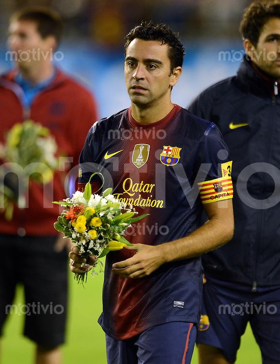 FUSSBALL  INTERNATIONAL Testspiel 2012/2013  08.08.2012 Manchester United  - FC Barcelona  Xavi Hernandez (Barca) mit einem Blumenstrauss