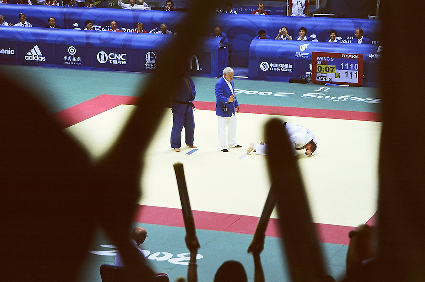 Paralympics Day 3 - Beijing 2008<br /> JUDO: paralympic final Wang vs Papp<br /> The chinese judoka WANG Song wins the match (+100 kg Final Table B) against PAPP Gabor (Hungary) after an ippon (1000 points) just seven seconds before the end. Worker's Gymnasium of Beijing, September 09 2008.<br /> High resolution available.
