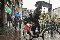 Nederland, Utrecht, 11 okt  2014<br /> Utrecht met slecht weer en regen. Veel paraplu's op straat. Het winkelend publiek laat zich niet afhouden van een dagje shoppen<br /> Foto: (c) Michiel Wijnbergh