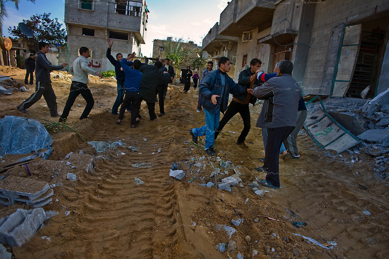 Al Tuam, Gaza Strip, Jan 21 2009.A violent fight erupts between men from neighbouring houses but different factions as  they return to their heavily destroyed homes, as fierce fighting between the Israeli army and Hamas took place in this elevated area just north of Gaza city.