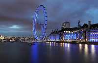The London Eye, London, UK , designed by David Marks and Julia Barfield, opened 2000 to celebrate the Millenium, stands 135 metres high on the banks of the River Thames, London Aquarium, County Hall, 1922, by Ralph Knott, built by Holland, Hannen and Cubitts on the right. The rim of the London Eye is supported by tie rods; each of the 32 capsules represents a London borough. Picture by Manuel Cohen