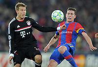 FUSSBALL   CHAMPIONS LEAGUE   SAISON 2011/2012   ACHTELFINALE HINSPIEL FC Basel - FC Bayern Muenchen      22.02.2012 Holger Badstuber (li, FC Bayern Muenchen) Fabian Frei (re, FC Basel)