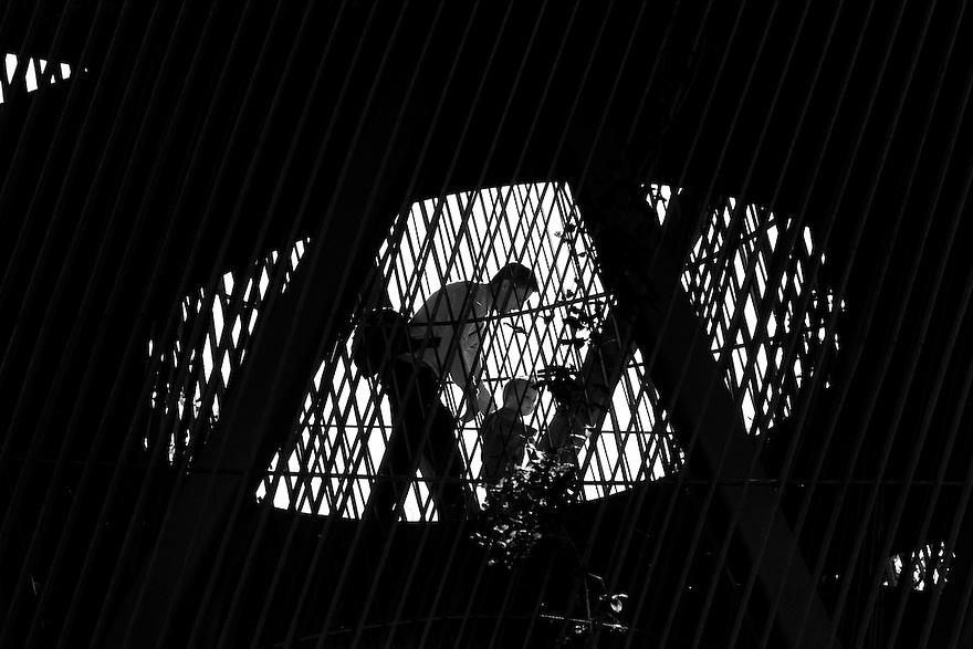 Nederland, Utrecht, 2 nov 2014<br /> Prinses Maximapark in vinexwijk Leidsche Rijn.  Zondagmorgen.  Observatorium, toren, ontworpen door<br /> Lucas Lenglet  in 2010 van 14 meter hoog, gemaakt in cortenstaal.<br /> Foto: (c) Michiel Wijnbergh