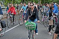 Roma 26 Maggio 2012..Critical Mass .Coincidenza organizzata di ciclismo critico urbano..Rome May 26, 2012..Critical Mass .Organized coincidence of critical urban cycling..