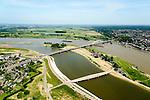 Nederland, Gelderland, Nijmegen, 09-06-2016; stadseiland Veur-Lent gezien naar de verlengde Waalbrug. Onder in beeld de nieuwe brug, De Promenadebrug (De Lentloper) naar het eiland Veur Lent. De landtong is ontstaan  door de dijkverlegging bij Lent en het aanleggen van de nevengeul. Project Ruimte voor de River (Ruimte voor de Waal). <br /> The finished dike relocation of Lent with the resulting flood trench and the city-island. City of Nijmegen in the foreground. Project Ruimte voor de Rivier: Room for the River.<br /> luchtfoto (toeslag op standard tarieven);<br /> aerial photo (additional fee required);<br /> copyright foto/photo Siebe Swart