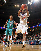 Virginia beat UNC Wilmington 69-67 Monday Jan. 18, 2010 in Charlottesville, Va. Virginia forward Mike Scott (32) (Photo/The Daily Progress/Andrew Shurtleff)