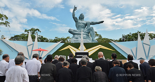 August 9, 2016, Nagasaki, Japan : People pray for atomic bomb victims in front of the Peace Statue before the ceremony of marking the 71th anniversary of the atomic bombing at Peace Park in Nagasaki, Japan, on August 9, 2016. (Photo by AFLO)