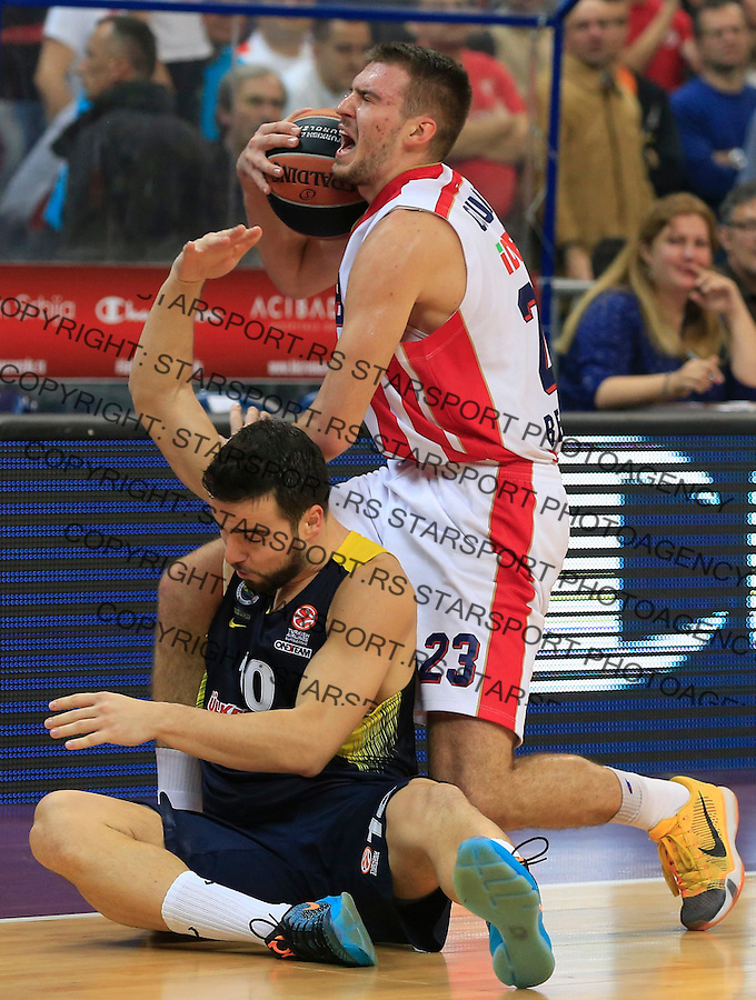 Kosarka Euroleague season 2015-2016<br /> Euroleague <br /> Crvena Zvezda v Fenebahce Istanbul<br /> Marko Guduric and Melih Mahmutoglu (L)<br /> Beograd, 06.11.2015.<br /> foto: Srdjan Stevanovic/Starsportphoto &copy;