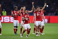 FUSSBALL  DFB POKAL FINALE  SAISON 2015/2016 in Berlin FC Bayern Muenchen - Borussia Dortmund         21.05.2016 Die Bayern jubeln mit Arturo Vidal und Thiago Alcantara (v.l.)