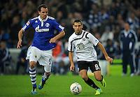 FUSSBALL   1. BUNDESLIGA   SAISON 2011/2012    9. SPIELTAG FC Schalke 04  - 1. FC Kaiserslautern                      15.10.2011 Christoph METZELDER (li, Schalke) gegen Itay SHECHTER (re, Kaiserslautern)