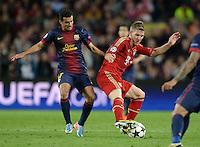 FUSSBALL  CHAMPIONS LEAGUE  HALBFINALE  RUECKSPIEL  2012/2013      FC Barcelona - FC Bayern Muenchen              01.05.2013 Pedro Rodriguez (li, Barca) gegen Bastian Schweinsteiger (re, FC Bayern Muenchen)