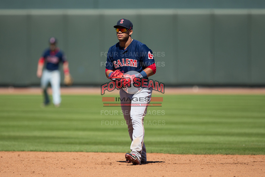 Salem Red Sox second baseman Yoan Moncada (19) on defense against the Winston-Salem Dash at BB&T Ballpark on April 17, 2016 in Winston-Salem, North Carolina.  The Red Sox defeated the Dash 3-1.  (Brian Westerholt/Four Seam Images)