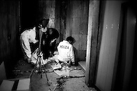 Roma 22 Dicembre 2000.Attentato fascista con una bomba contro il quotidiano Il Manifesto in via Tomacelli..I rilievi della polizia scientifica.