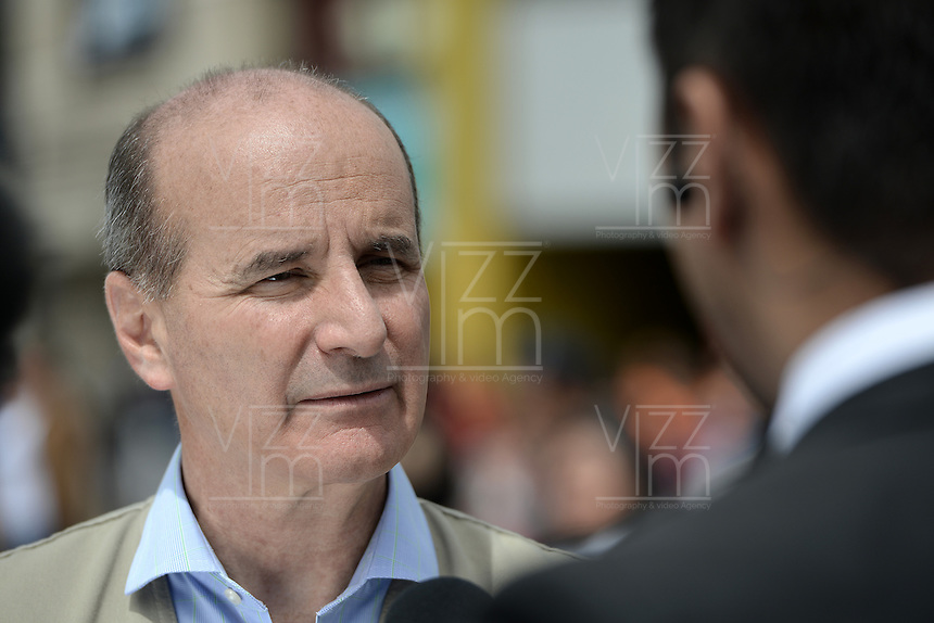 BOGOTÁ -COLOMBIA. 15-06-2014. José María Figueres, Jefe de la misión de veeduría de la OEA, realiza su visita al puesto de votación de Corferias Bogota durante la segunda vuelta de la elección de Presidente y vicepresidente de Colombia que se realiza hoy 15 de junio de 2014 en todo el país./ Jose Maria Figueres, Head of the mission oversight of the, makes his visit to the Corferias Bogota polling station during the second round of the election of President and vice President of Colombia that takes place today June 15, 2014 across the country. Photo: VizzorImage/ Gabriel Aponte / Staff