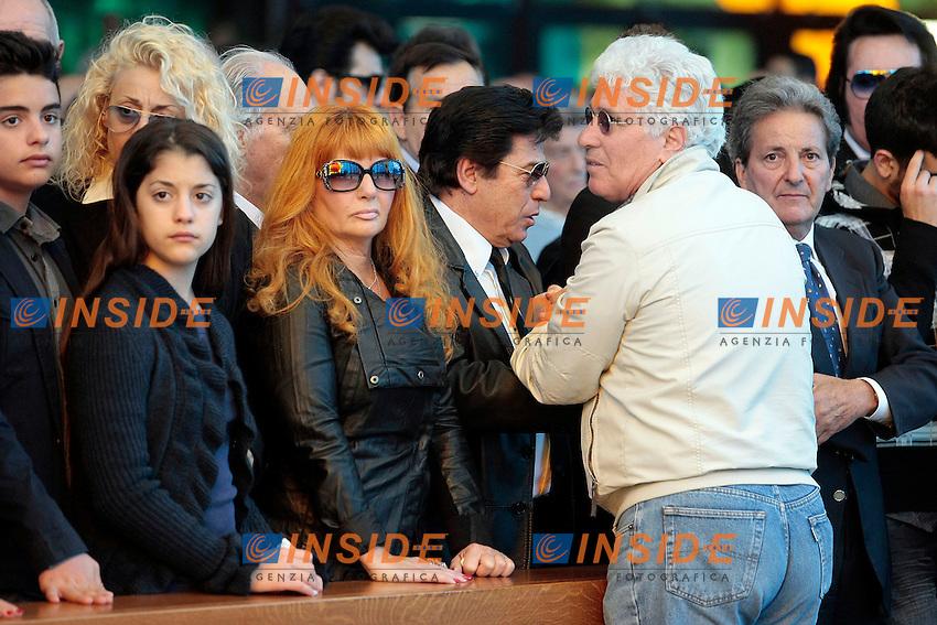 Ninetto Davoli saluta la famiglia<br /> Roma 30/05/2013 Funerali di Little Tony alla chiesa del Divino Amore alla periferia di Roma.<br /> Migliaia di persone sono accorse a dare l'ultimo saluto al cantante.<br /> Photo Samantha Zucchi Insidefoto