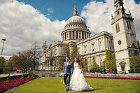 A Chinese couple pose for their wedding photos in London close to the Houses of Parliament and Big Ben, UK.  An increasing number of Chinese couple are having their wedding photos taken in the English country-side, classic towns and monuments to show in China. <br /> <br /> Photo by Sinopix