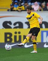 Fussball, 2. Bundesliga, Saison 2011/12, SG Dynamo Dresden - Eintracht Braunschweig, Samstag (07.04.12), gluecksgas Stadion, Dresden. Dresdens Romain Bregerie am Ball.