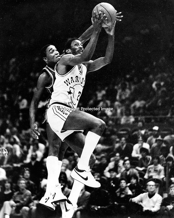 "Golden State guard Eric ""Sleepy"" Floyd drives to the hoop..(photo by Ron Riesterer)"