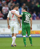Fussball  1. Bundesliga  Saison 2013/2014  8. Spieltag VfB Stuttgart - SV Werder Bremen     05.10.2013 Zlatko Junuzovic (re, SV Werder Bremen) und Martin Harnik (VfB Stuttgart) umarmen sich nach dem Spiel