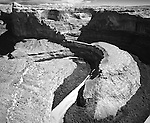 Gooseneck bows in the Escalante River as it flows south through sandstone canyons toward it's confluence with the Colorado River in Southern Utah.