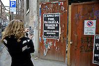 Roma 24 Aprile 2009.Manifesti contro la festa della Liberazione e contro la Resistenza che inneggiano alla Repubblica Sociale Italiana (R.S.I) ..Rome April 24, 2009.Protest against the celebration of the Liberation and Resistance against glorifying the Italian Social Republic (RSI)..