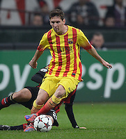 FUSSBALL  CHAMPIONS LEAGUE   SAISON 2013/2014   Vorrunde     AC Mailand - FC Barcelona       22.10.2013 Lionel Messi (Barca) am Ball