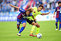 Atsushi Katagiri (Ventforet), Hiroyuki Taniguchi (F Marinos), NOVEMBER 3, 2011 - Football / Soccer : 2011 J.League Division 1 match between between Ventforet Kofu 1-2 Yokohama F Marinos at Yamanashi Chuo Bank Stadium in Yamanashi, Japan. (Photo by AFLO)