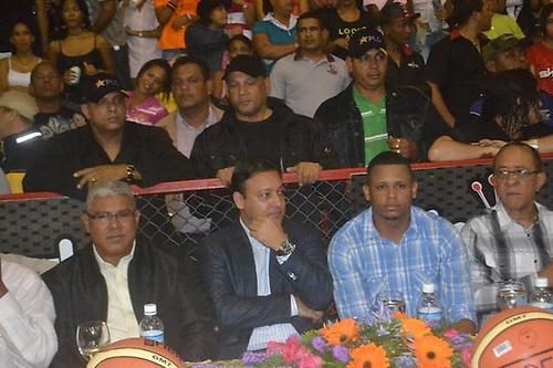 Abel Martínez, siempre rodeado de seguidores y asistentes.