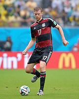 FUSSBALL WM 2014  VORRUNDE    GRUPPE G    in Recife USA - Deutschland                  26.06.2014 Per Mertesacker (Deutschland) am Ball