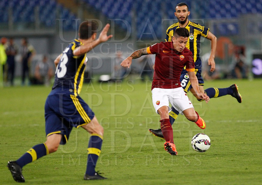 Calcio, amichevole Roma vs Fenerbahce. Roma, stadio Olimpico, 19 agosto 2014.<br /> Roma forward Manuel Iturbe, of Argentina, in action during the friendly match between AS Roma and Fenerbahce at Rome's Olympic stadium, 19 August 2014.<br /> UPDATE IMAGES PRESS/Riccardo De Luca