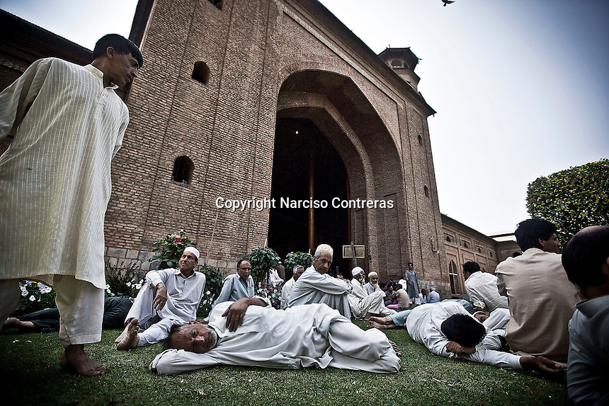 Kashmri muslim men waiting at the entrance of the Jamia Masjid or grand mosque to offer prayings at midday in Srinagar as the main duty to observe the holy month of Ramadan. As the tradition is attended muslims has to fast from dawn to dusk, where they refrain from eating, drinking and smoking.