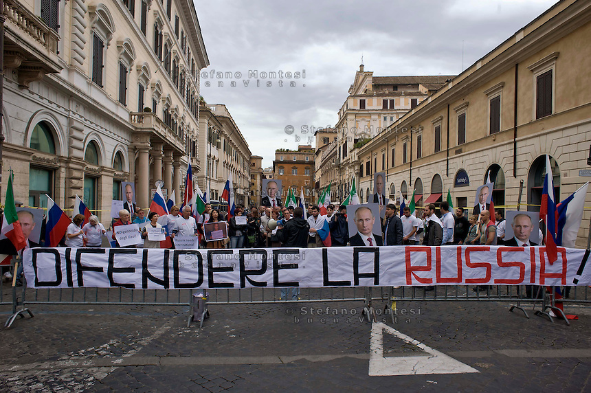 Roma 31 Maggio 2014<br /> Manifestazione  del gruppo politico Stato &amp; Potenza, a sostegno  dei filorussi in Ucraina contro &laquo;l'assalto degli Usa di Obama che stanno sfruttando la guerra in Ucraina per imporre il loro dominio&raquo;  e in appoggio della politica della Federazione Russa guidata da Putin.<br /> Rome May 31, 2014 <br /> Demostration  of the political group State &amp; Power, near the EU headquarters in Piazza Santi Apostoli, in support of the pro-Russian in Ukraine against &quot;the onslaught of the U.S. who are leveraging Obama's war in Ukraine to impose their domination&quot; and in support of the policy of the Russian Federation headed by Putin